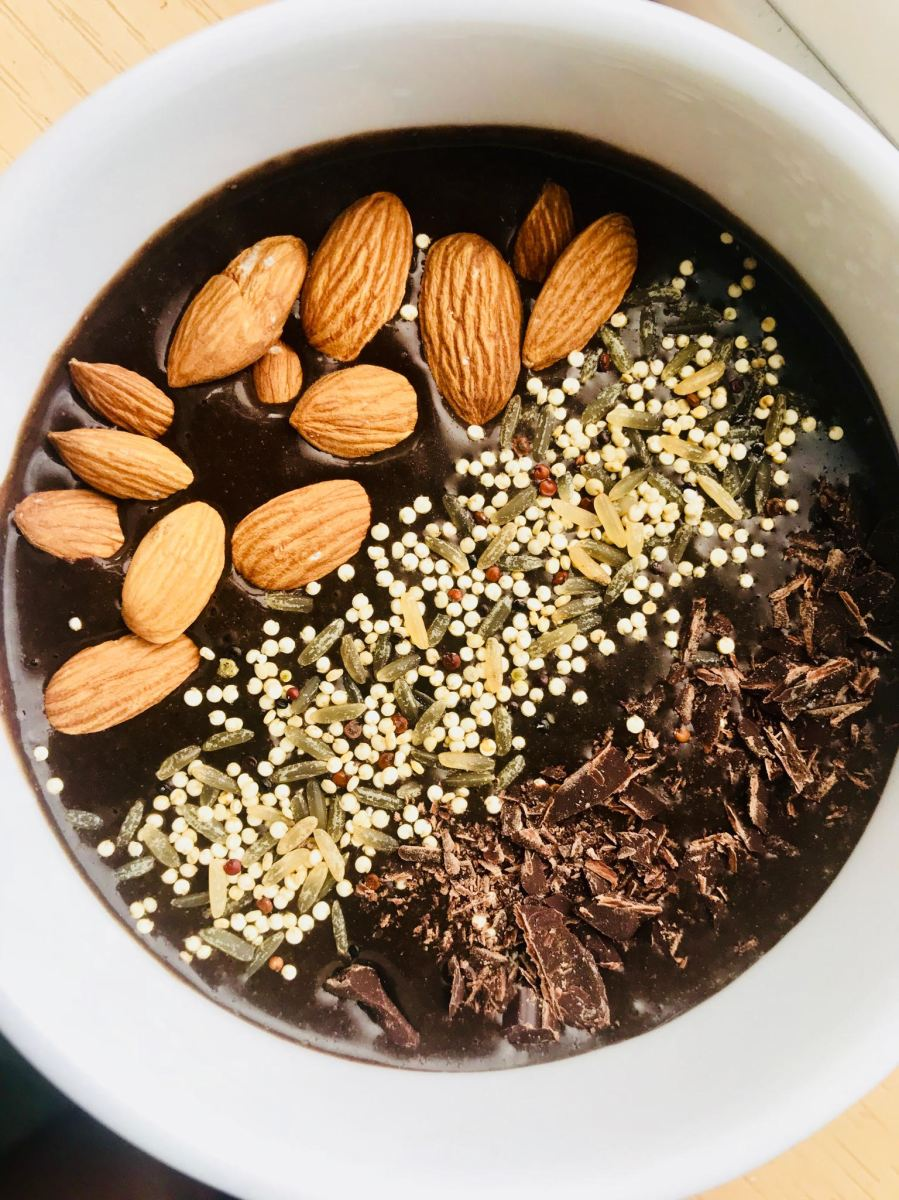 vegan paleo cacao smoothie bowl with coconut oil almonds quinoa dark chocolate