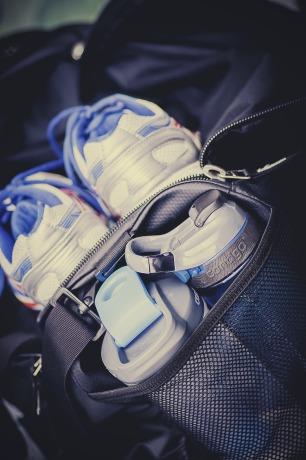 sneakers-933127_1920